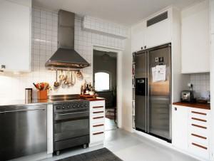 Wegen dem Mottbrand mußte die Feuerwehr Calanda teilweise die Küche rausreißen (Archivfoto: Schweizer-Küche.ch)