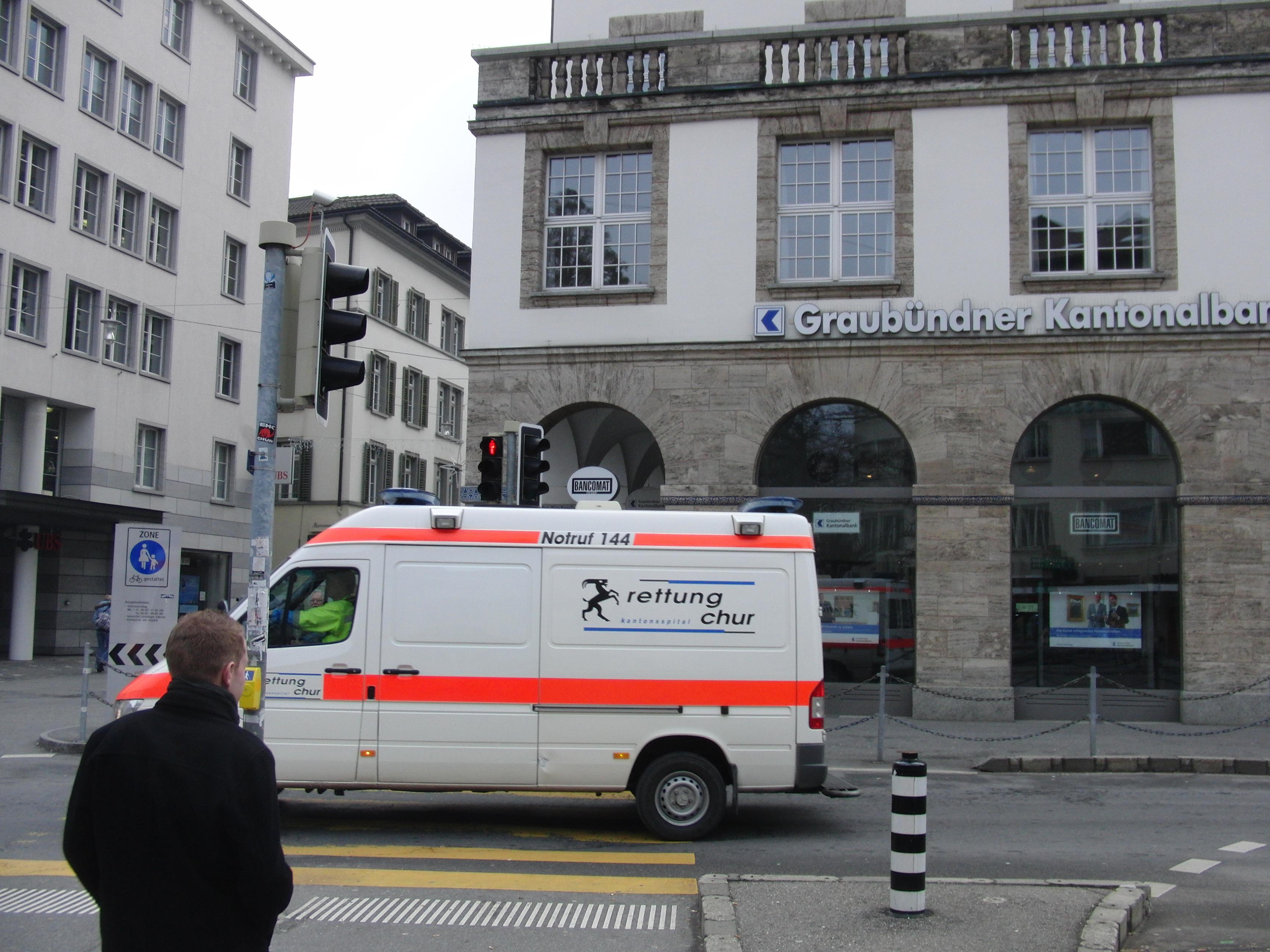 Beim brutalen Raub wurde das Opfer verletzt und mußte ins Kantonsspital Chur gebracht worden, berichtet die Kapo Graubünden (Archivfoto: Spital24.ch)