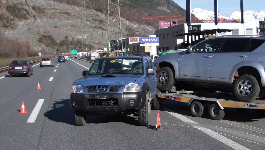 Polizeifotos Anhängerunfall A13 bei Chur: Kapo Graubünden