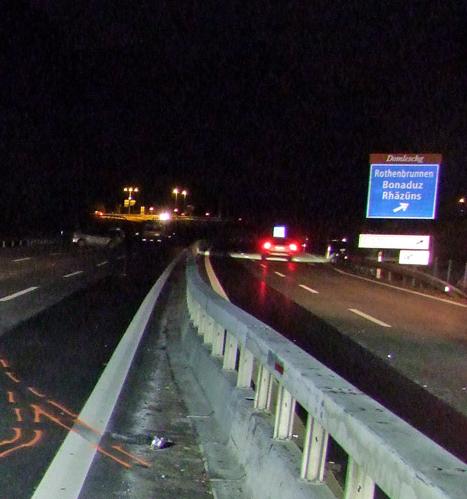 Der falsch-fahrende Automobilist geriet auf der Höhe des Anschlusses Thusis-Süd auf der dort noch nicht richtungsgetrennten A13 auf die falsche Spur.