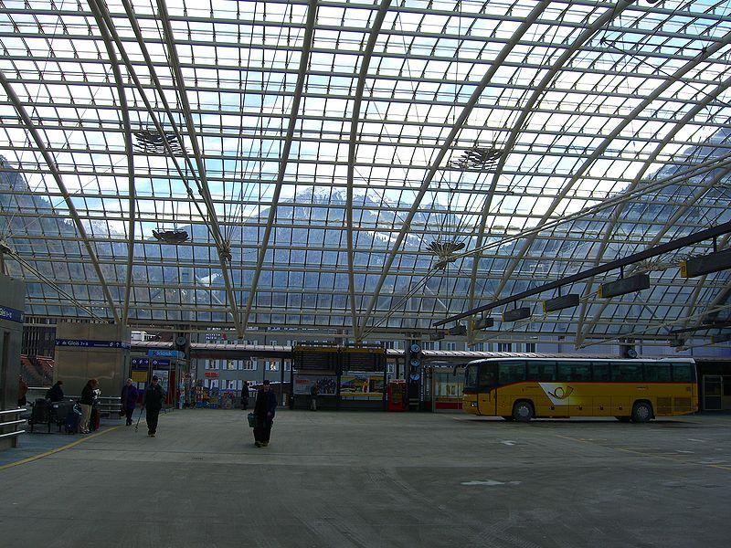 In die Poststelle am Bahnhof Chur (hier links im Bild) wurde eingebrochen.
