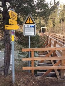 Die von Einheimischen und Wanderern rege genutzte Militärbrücke im Domleschg zwischen Cazis und Fürstenau wurde von der Armee instandgestellt (Foto: Remo Maßat)